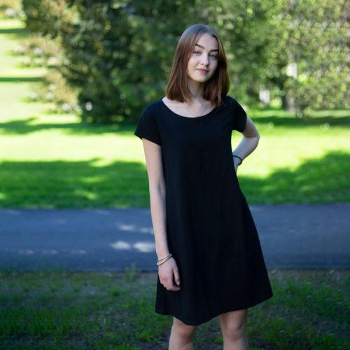 Musta naisten mekko